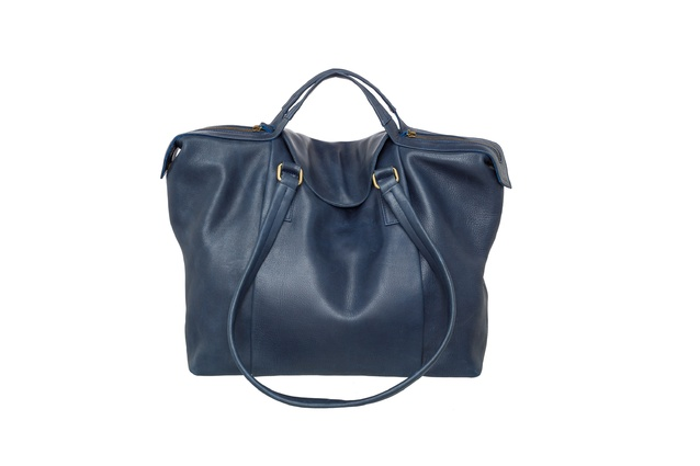 "Baby Regan bag in Navy | <a href=""http://saben.net.nz/site/collections/handbags/regan-small"" target=""_blank""><u> $489 from Saben.</u></a>"