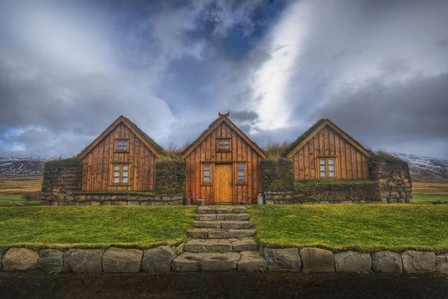 Iceland: Tourism plus