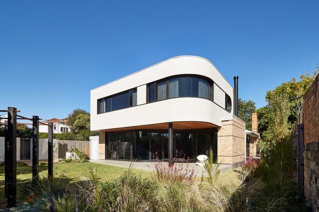 Streamline Modern House by Folk Architects.