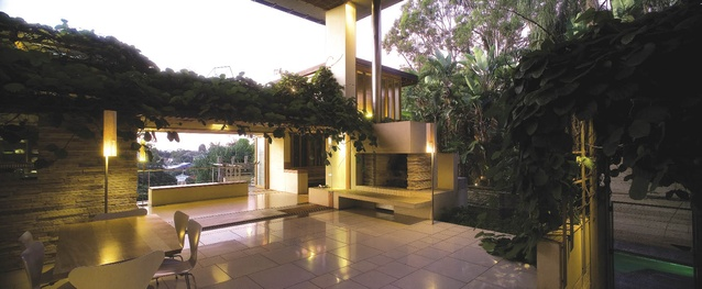 C House, 1998, Brisbane, Qld: The defining gesture of the outdoor room.