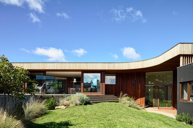 Thirteenth Beach Courtyard House by Auhaus Architecture.