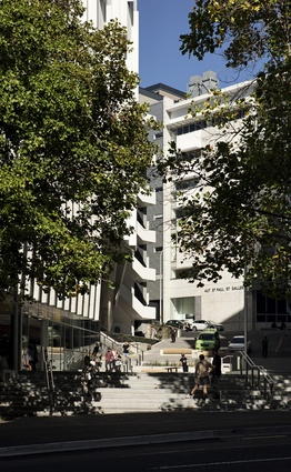 AUT University and the new Sir Paul Reeves Building, which is flanked by Governor Fitzroy Place, a pedestrian-favouring, plaza-like space that connects the new building with the pre-existing business school.