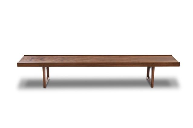 Krobo bench in walnut.