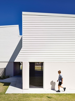 The school buildings retain some of the look of traditional weatherboard schoolhouses, while subtly subverting the form.