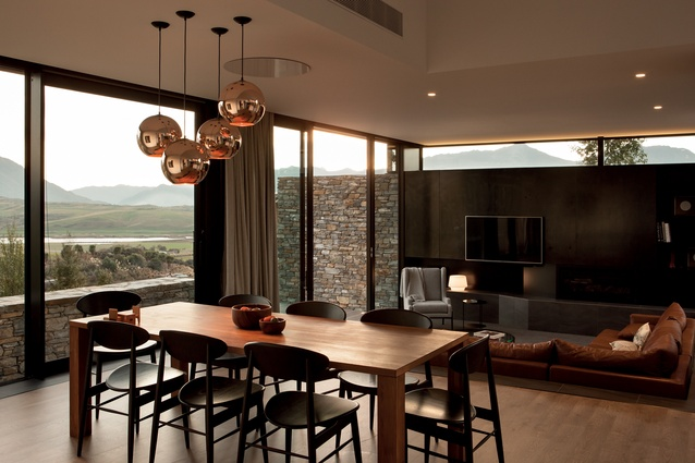 The indoor dining area and sunken lounge enjoy maximum daylight through full-height and clerestory windows.