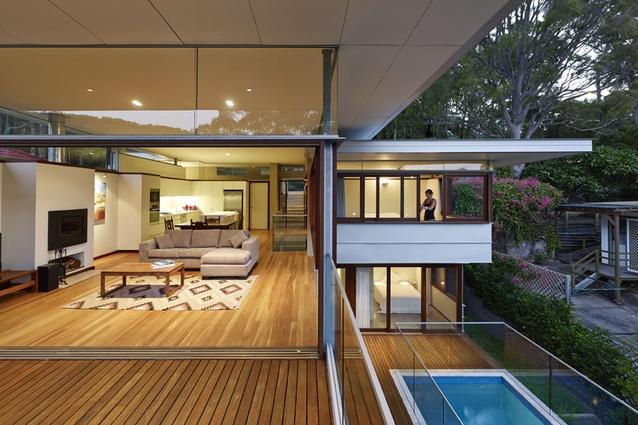 Pretty Beach House by Caryn McCarthy Architect.