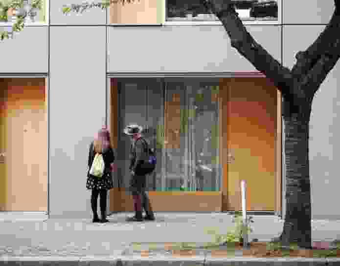Street front of Ze05 Baugruppe housing project by Zanderroth Architeken.