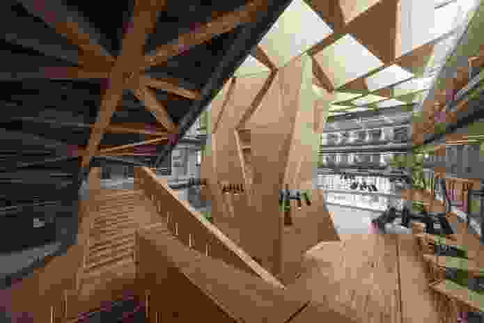 The materials of the building are deliberately left raw and exposed as a pedagogical tool.