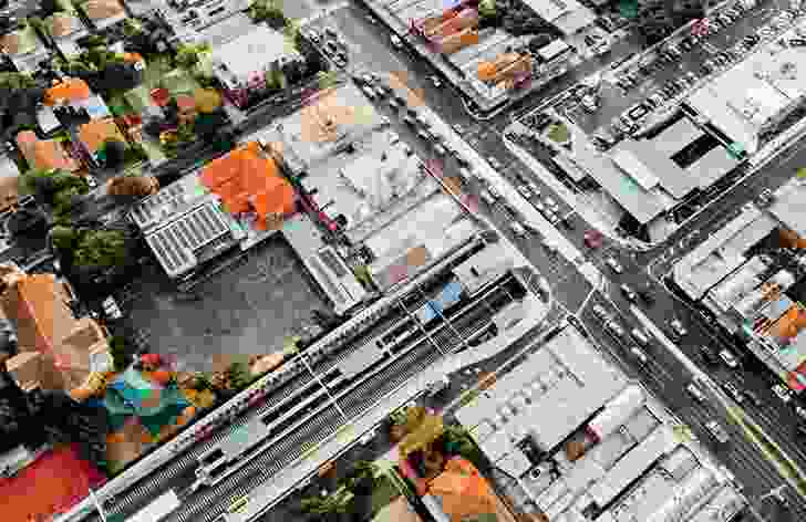Grimshaw focused on softening the harsh road and rail environment around Ormond Station by creating a series of human-scale public spaces.