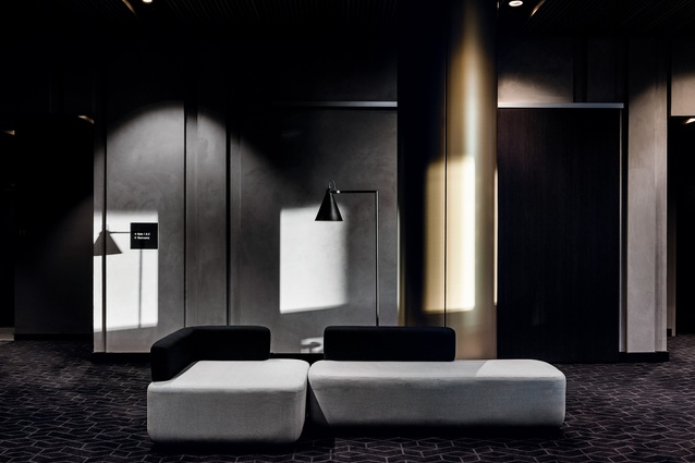 The handsome material palette fuses drama and style, and creates an atmosphere of refuge and calm.