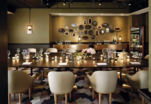 私人餐厅既温暖又折衷。