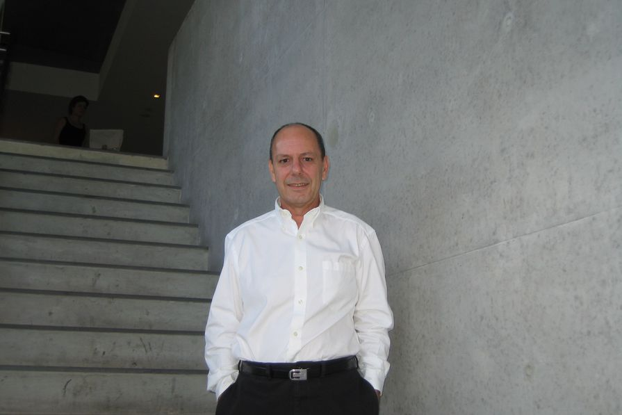 Fender Katsalidis的负责人罗兰·卡塔拉尼(Roland Catalani)于2020年4月27日去世。