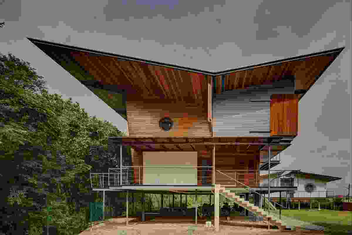 Stiletto House (2013), located in the same neighbourhood as Kubik House, reinterprets the traditional Malay house in steel.