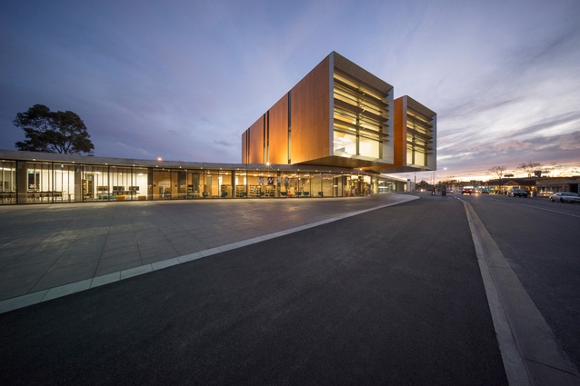 Frank Bartlett Library and Moe Service Centre by FJMT.