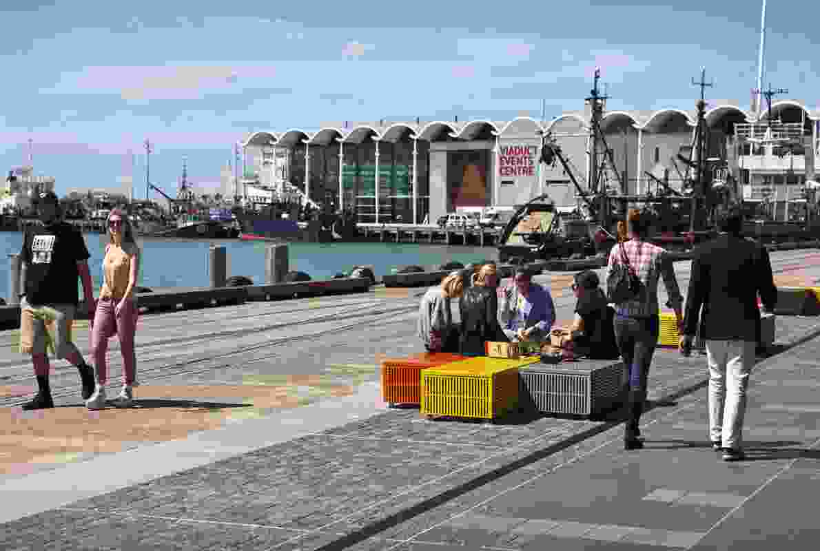 Crate seats provide public seating elements along the north wharf promenade edge. Fine grain granite setts blur the boundary between private and public space.