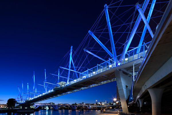 Kurilpa Bridge, Brisbane, by Cox Architecture/ Cox Rayner Architects.