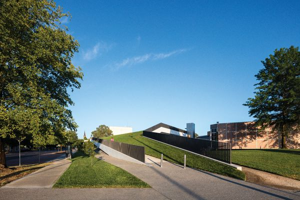 The amount of publicly accessible space retained by the architects in the design of the Orange Regional Museum is no small feat, given the scale of the work.