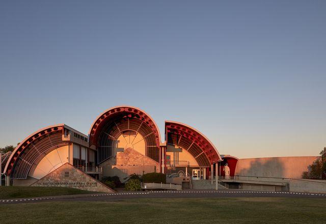 1988年开放的澳大利亚斯托克曼名人堂建筑,最初由Feiko Bouman建筑事务所设计,是20世纪晚期澳大利亚后现代主义的一个例子。
