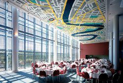 The open and airy spaces of the restaurants.