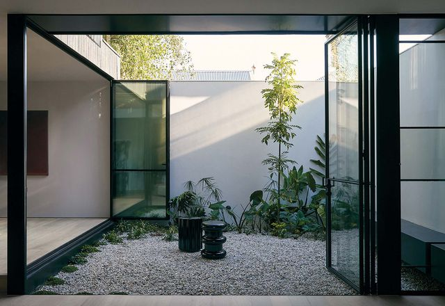 Eastbourne / Eastop Architects。