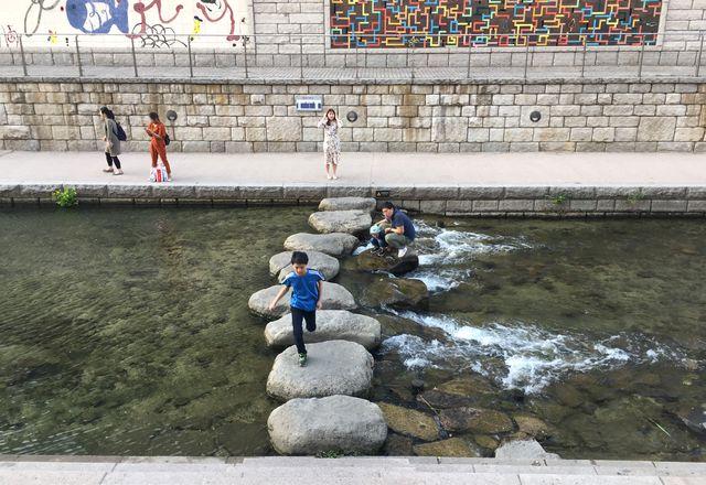 Seoul's Cheonggyecheon stream, designed by SeoAhn Total Landscape.