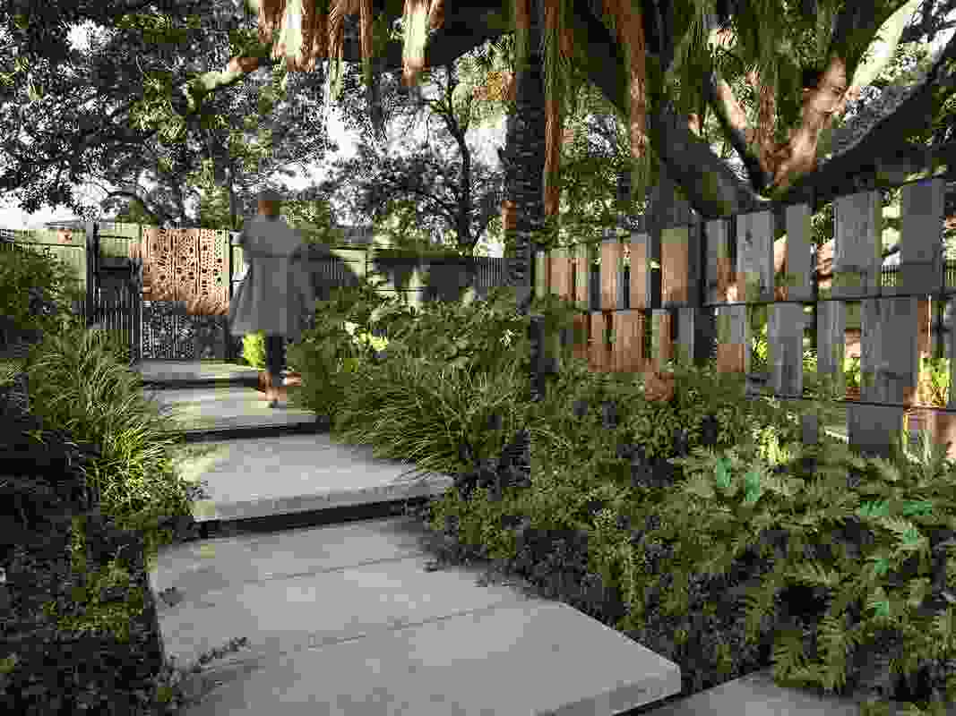 Jones Residence by TCL (Taylor Cullity Lethlean) won a Landscape Architecture Award in the Gardens category.