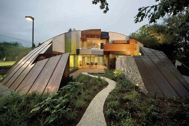 Dome house by McBride Charles Ryan.