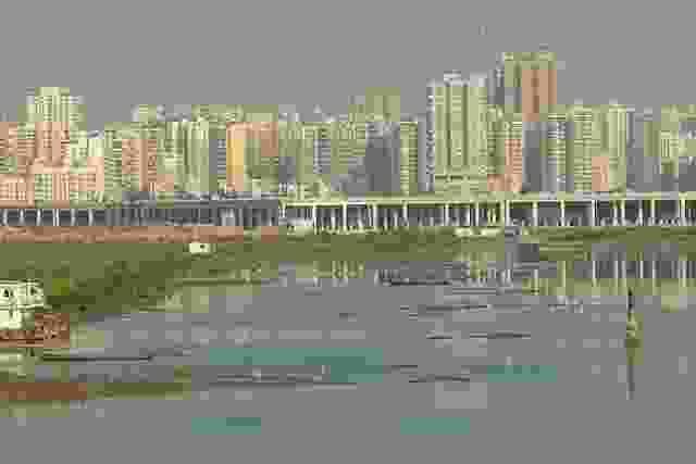 场地主要是填海造地;这个地区的水质特别差。