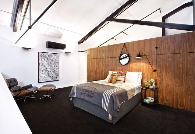 夹层的卧室。作品:Lloyd Kwilla, Kulyayl Waterhole。