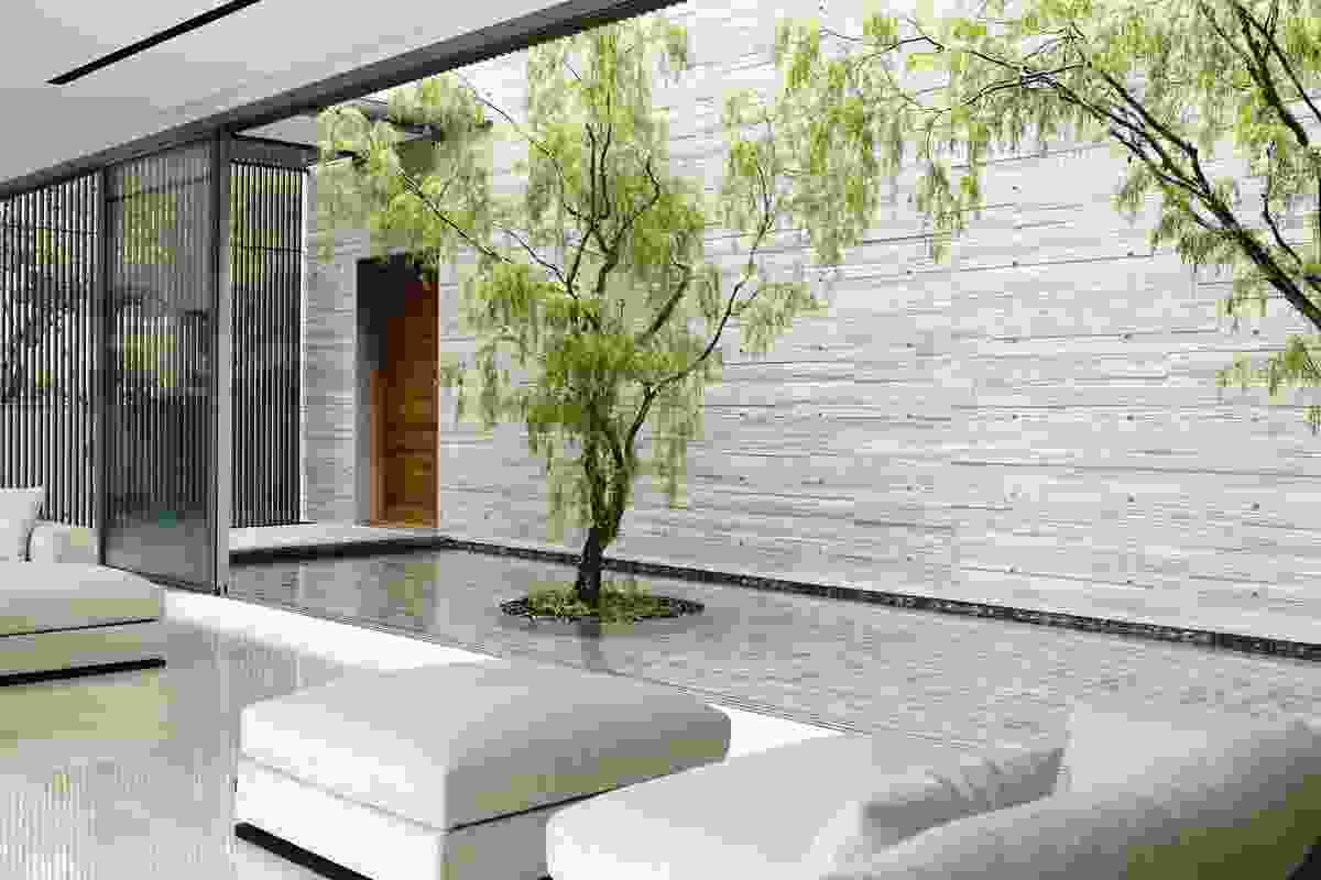 Glass panels retract, opening the main lounge on both sides and allowing hot air to rise, thus cooling the room.