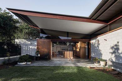 Banksia House砌块的颜色与本地Banksia植物叶子下侧的阴影相似。