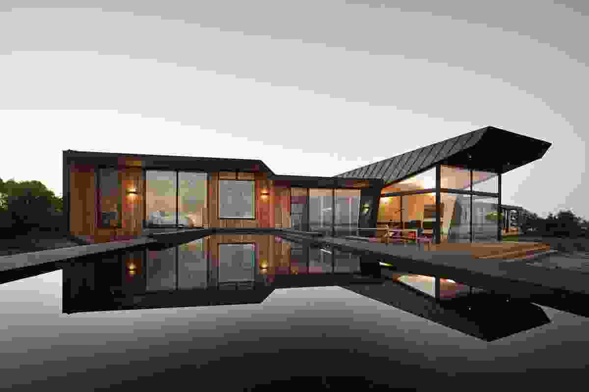 New House over 200m² – Beached House by BKK Architects.