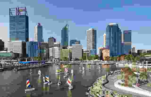 填海造地的土地被移走,建造一个人工入口,让城市回到水边。
