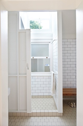 Bathroom's tiled bays.