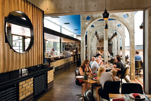 Concrete arches in the main dining space refer to fifteenth-century Italy.