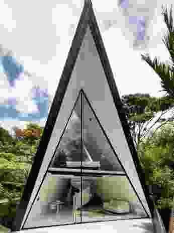 Bespoke architecture meets the Waiheke bush.
