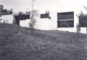 Heide II exterior 1968, gelatin silver print, Heide Museum of Modern Art Collection, gift of the artist 1992.