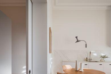 Brad Swartz Architects的地下室公寓。