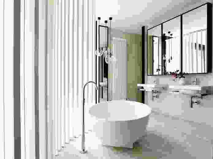 Rich travertine lines the first-floor ensuite, flooding its interior with reflected light.