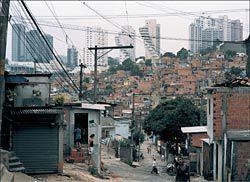 Favela Paraisópolis, São Paulo, Brazil, 2001. Armin Linke, courtesy Galleria Massimo De Carlo.