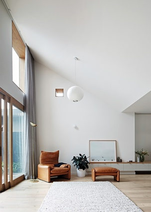In the kitchen and living areas, lofty ceiling planes create a series of angles and junctions.