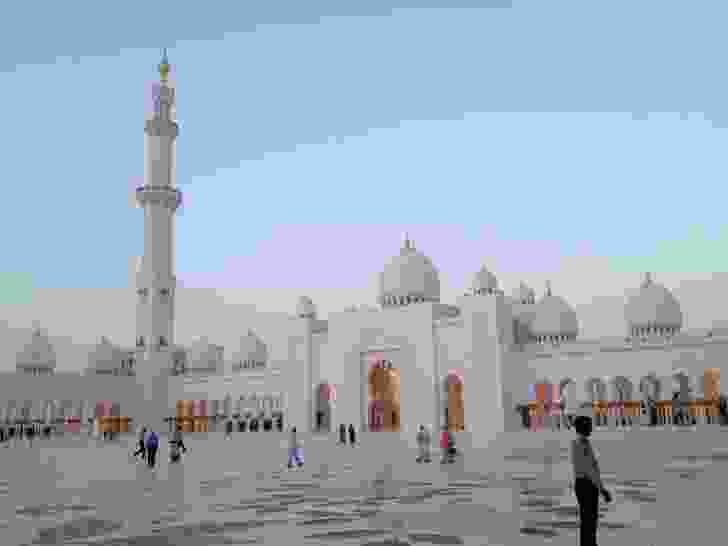 Abu Dhabi: forecourt of the Grand Mosque.
