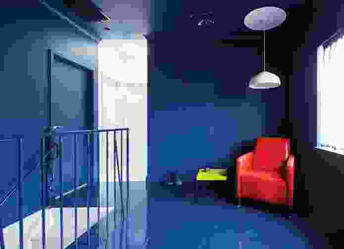 The bold Prussian blue colour throughout the lounge room was selected in collaboration with artist Jurek Wybraniec.